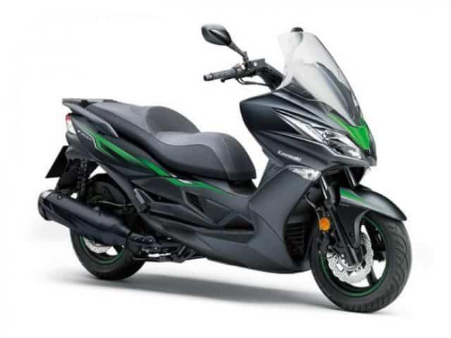 Kawasaki J300 - Top 10 scooters de 300-400cc para 2020