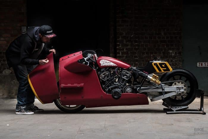motocicleta de arrastre Indian Scout Bobber de Workhorse