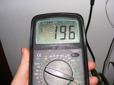 Puede utilizar un multímetro digital para probar el sensor CKP.